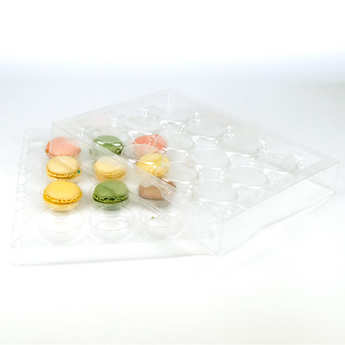 - Presentation and carry case for 12 macaroons