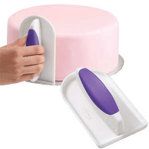 Wilton - Icing smoother by Wilton - rounded version