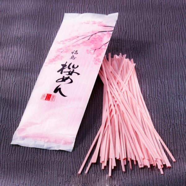 Nouilles aux feuilles de cerisier sakura