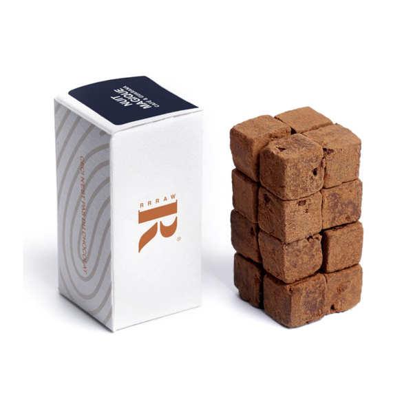 Cubes de chocolat cru au café et au guarana