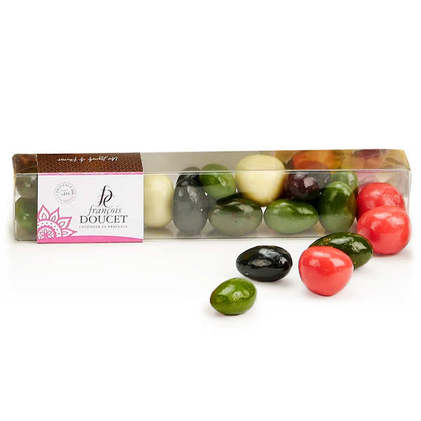 Assortment Box with Strawberry Sweet and Chocolate Almond