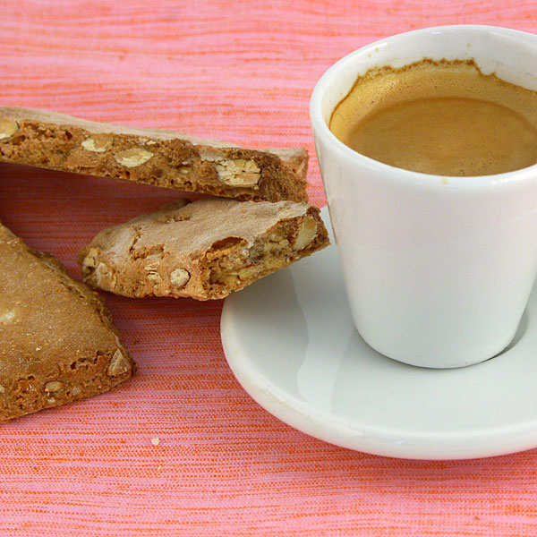 Crunchy almond biscuits made of chestnut flour