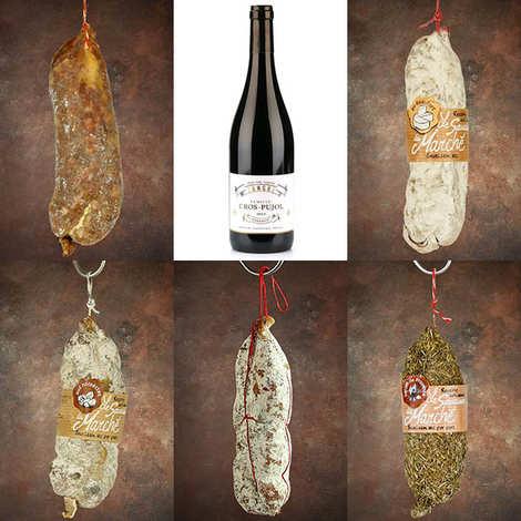- Assortiment premium saucissons campagnards et la bouteille de vin rouge