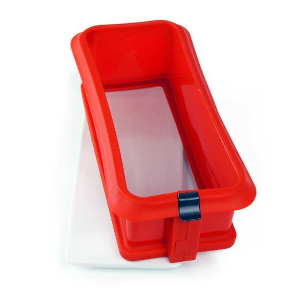 Silicone and ceramic square cake mould