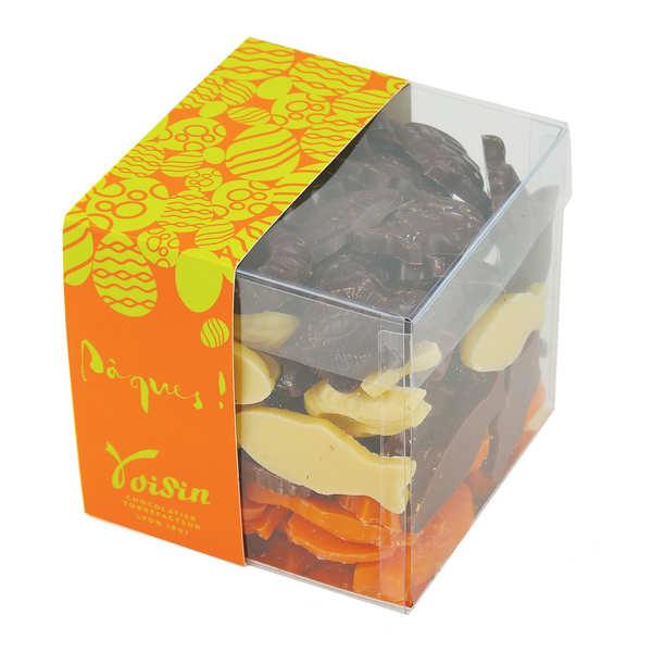 Le cube assortiment de friture de Pâques noir, lait, blanc et orange
