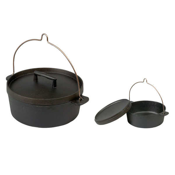 Old-fashioned cooking pot with handle
